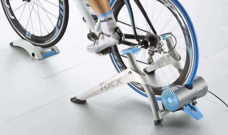 Tacx interaktív smart görgő